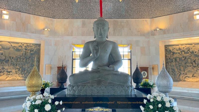 статуя на Сидхарта Гаутама Буда