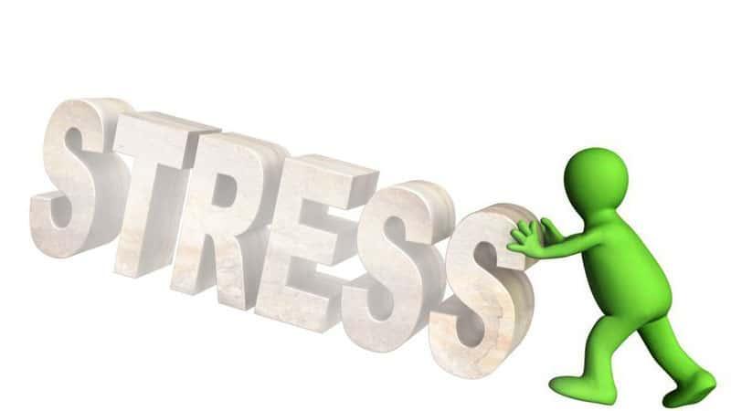 човек се справя със стреса