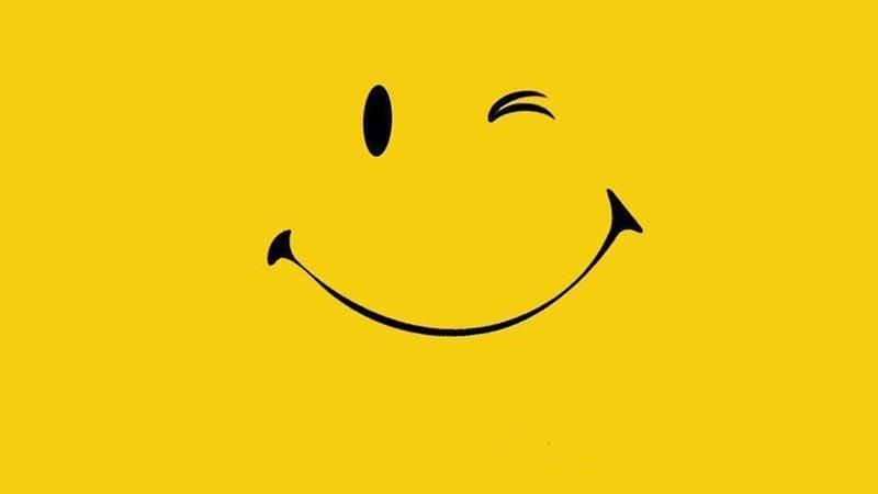 усмивка с намигване